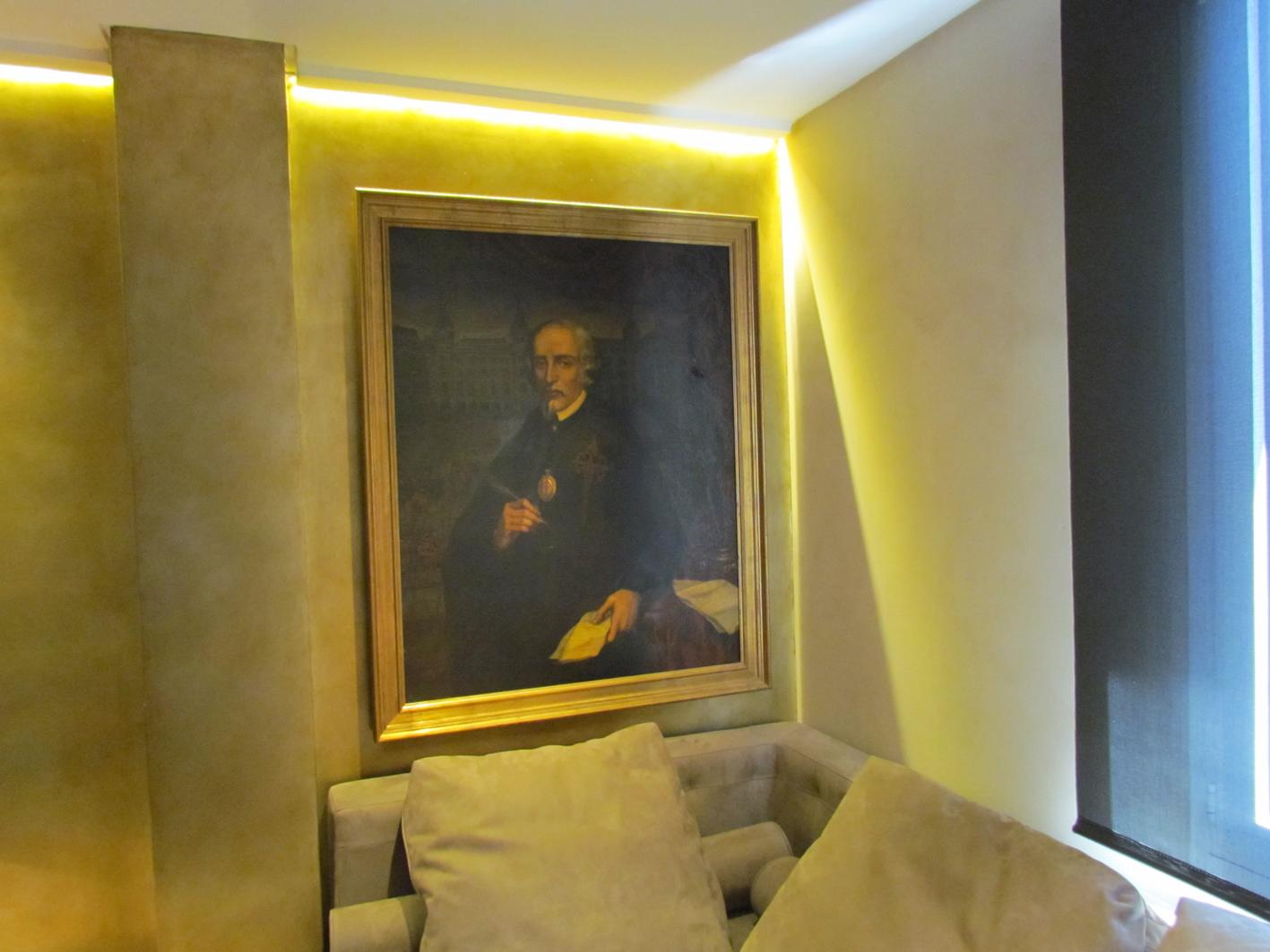Room 612 Claris Hotel