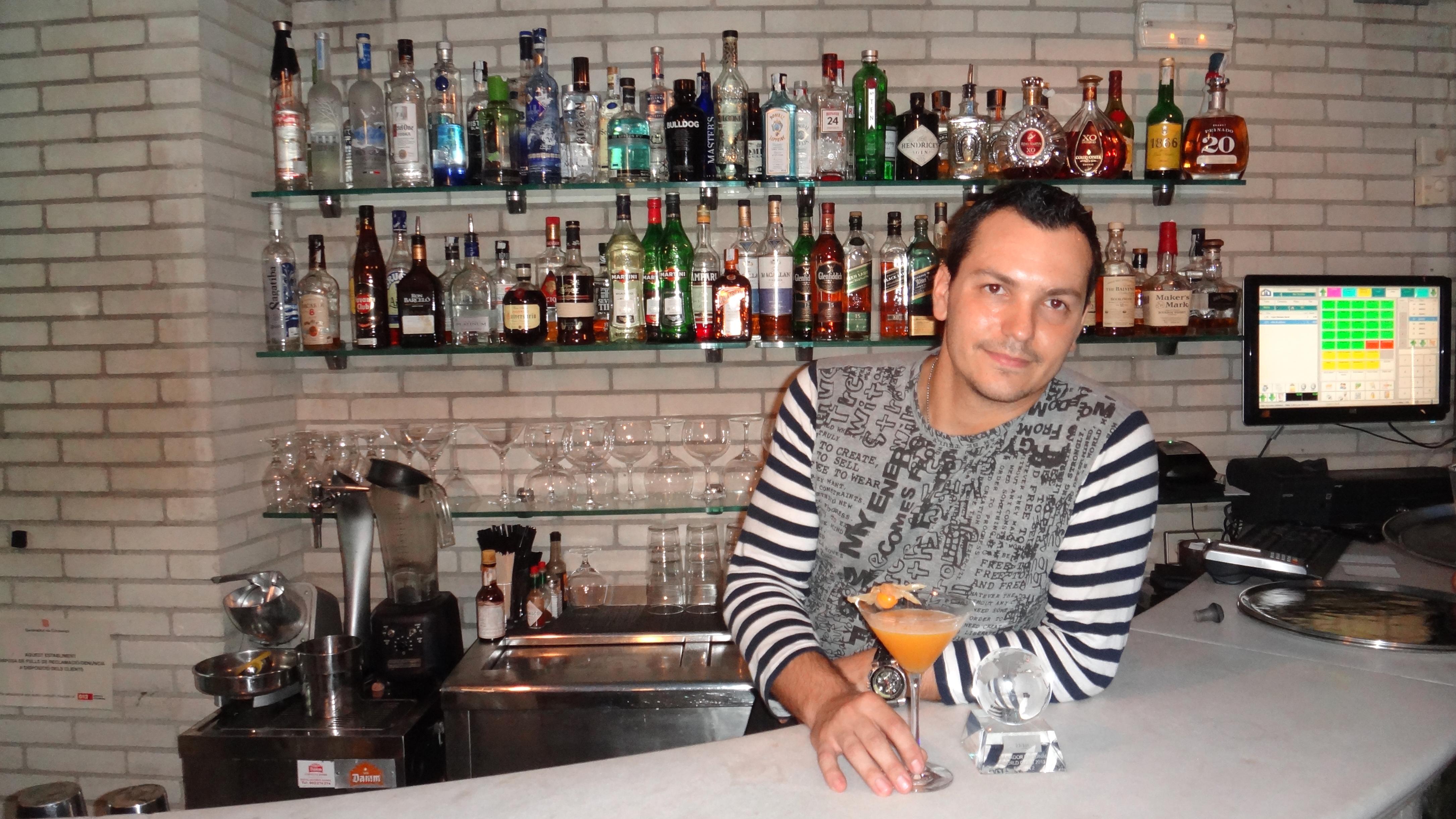Daniel Maddedu, coctelero del Hotel Claris