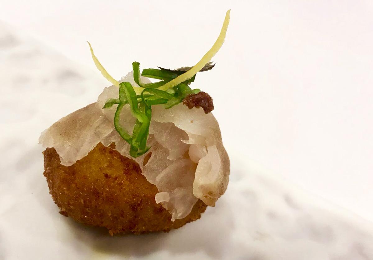 Croqueta nigiri de pescado blanco