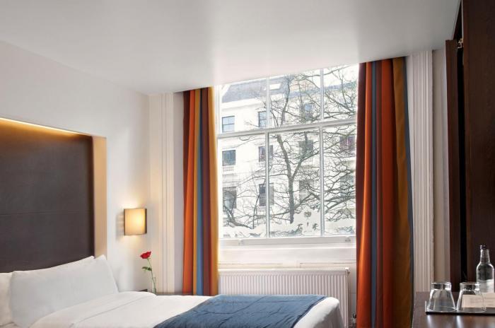 Chambre simple en londres h tel 4 the caesar - Chambre familiale londres ...