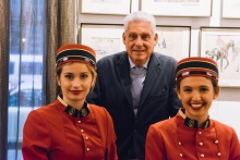 Jordi Clos & Hostesses - Costumbrismo artist's work at Hotel Astoria