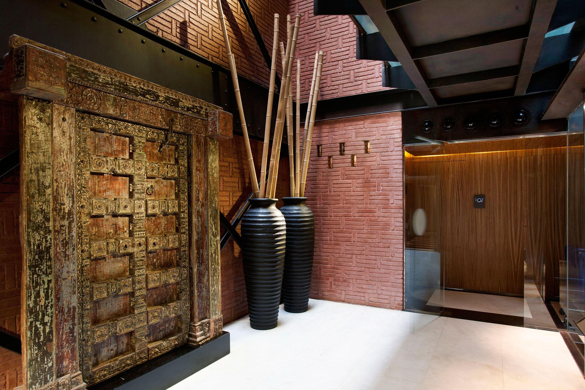 Antique Door - Hotel Grandos