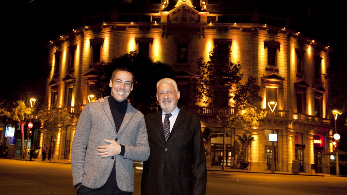 Derby Hotels Collection Joaquim Clos y Jordi Clos delante del Hotel & Spa Claris 5* GL