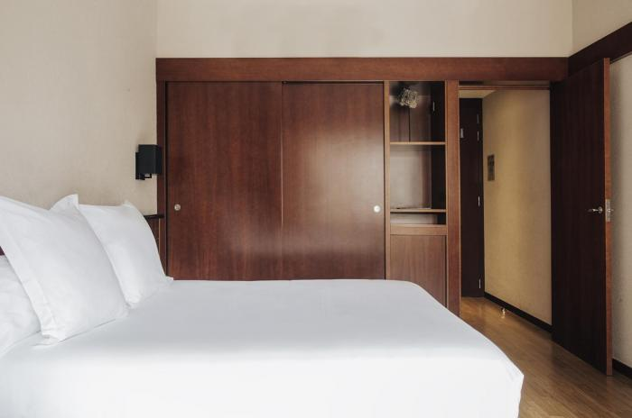Rooms: Triple Room, 4-star Hotel In Barcelona, Derby Hotel